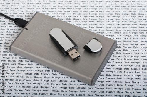 Leinwanddruck Bild USB memory stick & portable hard drive