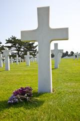 Tumba de un soldado muerto en Normandía