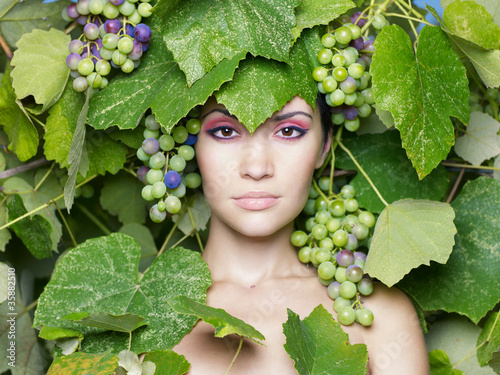 Leinwandbild Motiv Grape goddess