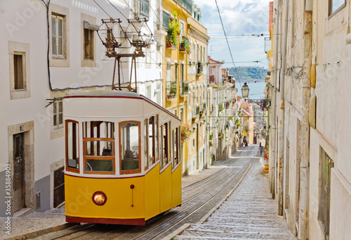 Fototapety, obrazy : Lisbon's Gloria funicular connects downtown with Bairro Alto.