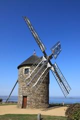 ancien moulin à vent en bretagne