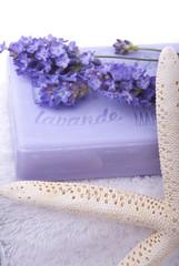fiori di lavanda con sapone e stella