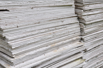Stacking of gypsum sheets