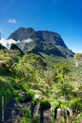 Sentier au coeur du Cirque de Mafate - La Réunion