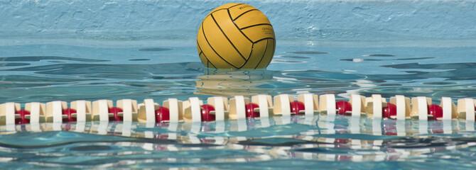 pallone sull'acqua,palla a nuoto