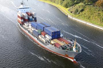 Frachtschiff mit Containern