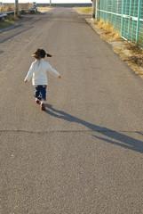 走っている女の子