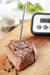 Controlling temperature inside a steak