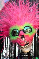 buffa maschera di teschio con parrucca e occhiali