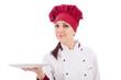 Chef Gastronomico che presenta il piatto