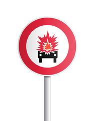 Panneau - acces interdit aux véhicules transportant des produits