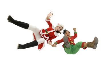 Femme et enfant  en costume de Noël en train de tomber