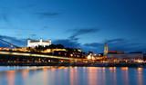 bratislavský hrad a most - slovensko