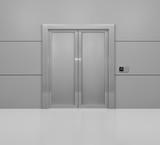 Aufzug mit geschlossenen Türen