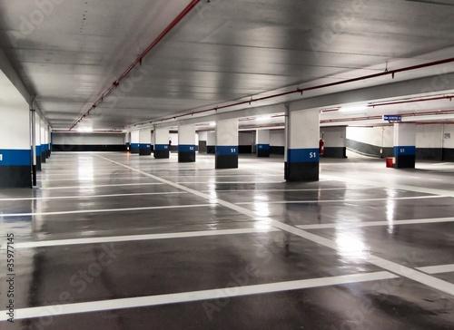Leinwanddruck Bild Parking souterrain