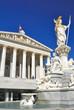 Wiener Parlamentsgebäude mit Pallas-Athene-Brunnen