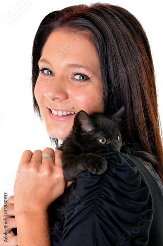 riant fille et chat
