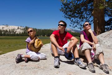 promenade familiale dans le parc du Yosemite