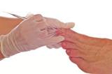 fusspflege in der Podologie horizontal mit Handschuhen