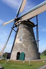 Primo piano di un mulino a vento olandese