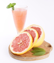 Freshly squeezed out Grapefruit juice, and a sliced Grapefruit