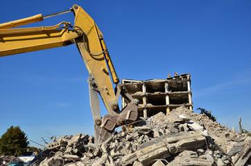 Betonschere beim Abriss
