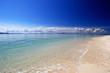 白い砂浜と澄んだ美しい海