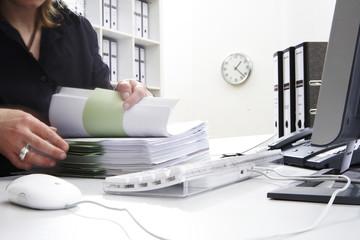 A_Frau im Büro-5