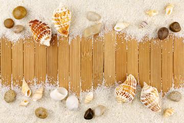 Décoration estivale sable bois et coquillages