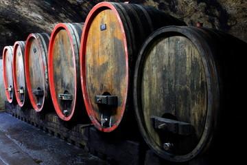 Weinkeller, Rotwein im Barrique Faß ausgebaut, Eichenfässer