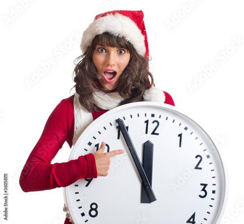 erschrockene Frau mit großer Uhr