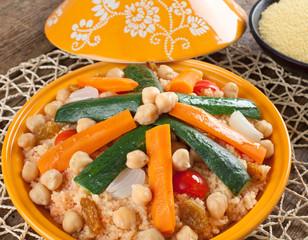Tajine di verdure, ceci e cous cous