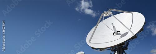 Satellitenschüssel im Panoramaformat