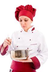 Chef che mescola il cibo