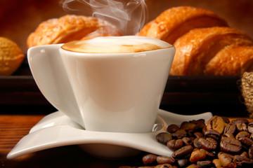Caffè macchiato con paste fresche