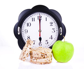 dietetic loaves with green apple and watches at 6  o'clock
