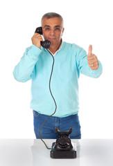 Uomo al telefono OK