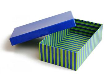 Geschenkbox offen in blau-grün