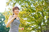 Fototapety beautiful asian runnning in the park