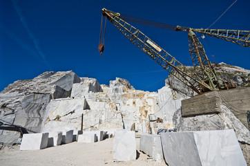 La gru nella cava di marmo