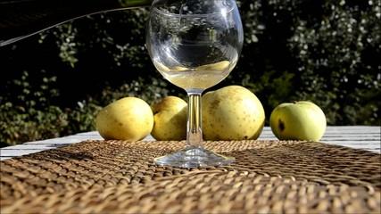 un verre de cidre breton