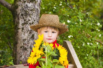 Junge mit Sonnenblumen
