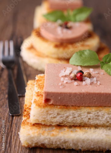 Canap s toast foie gras de photo libre de for Canape foie gras