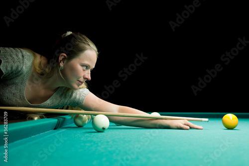Staande foto Woman aiming for billiard
