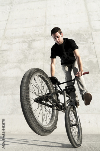 Young BMX bicycle rider © Raphael Daniaud