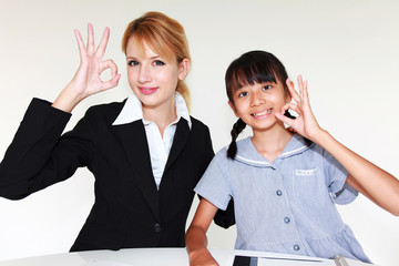 英会話を学ぶ少女