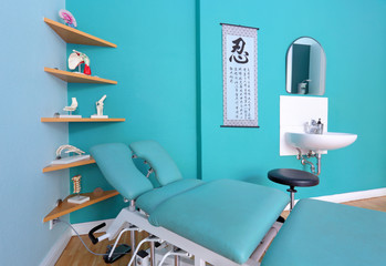 Behandlungsplatz für Physiotherapie in Arztpraxis