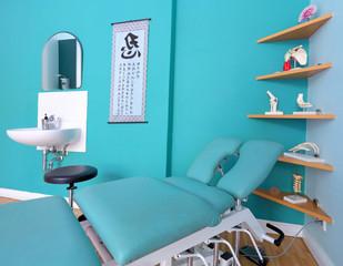 Chiropraktische Liege in ein einer Arztpraxis