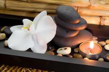 Bien-être exotisch mit Steine und Kerze