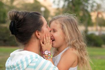 мама и дочь семья